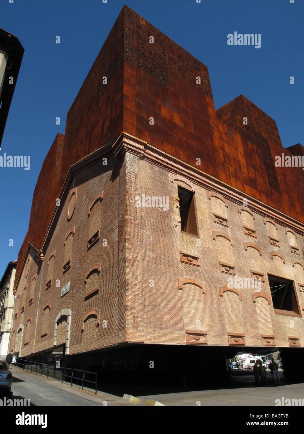 Caixaforum madrid museo da architetti svizzeri herzog de meuron giardino verticale di patrick - Giardino verticale madrid ...