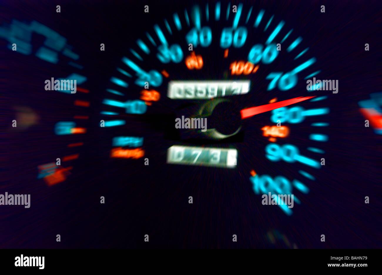 Vista ingrandita del tachimetro in fase di accelerazione Immagini Stock