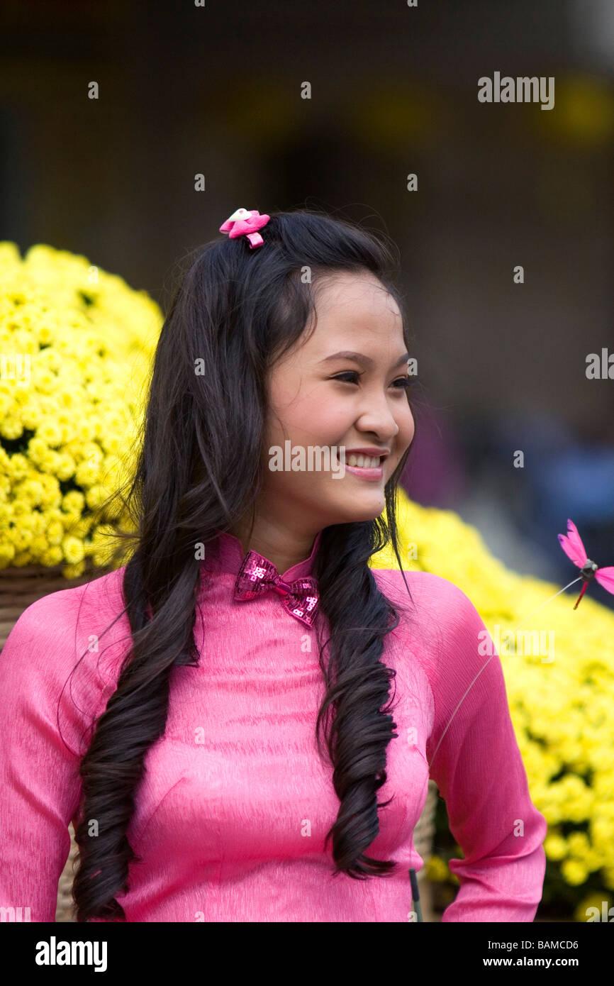 Ragazza vietnamita Tet per celebrare il nuovo anno lunare in Ho Chi Minh City Vietnam Immagini Stock