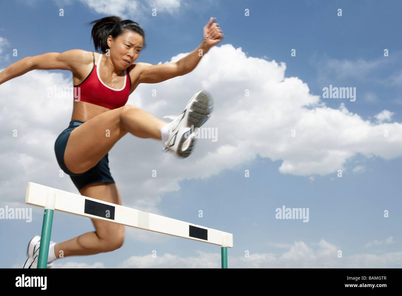 Atleta Saltando un ostacolo Immagini Stock