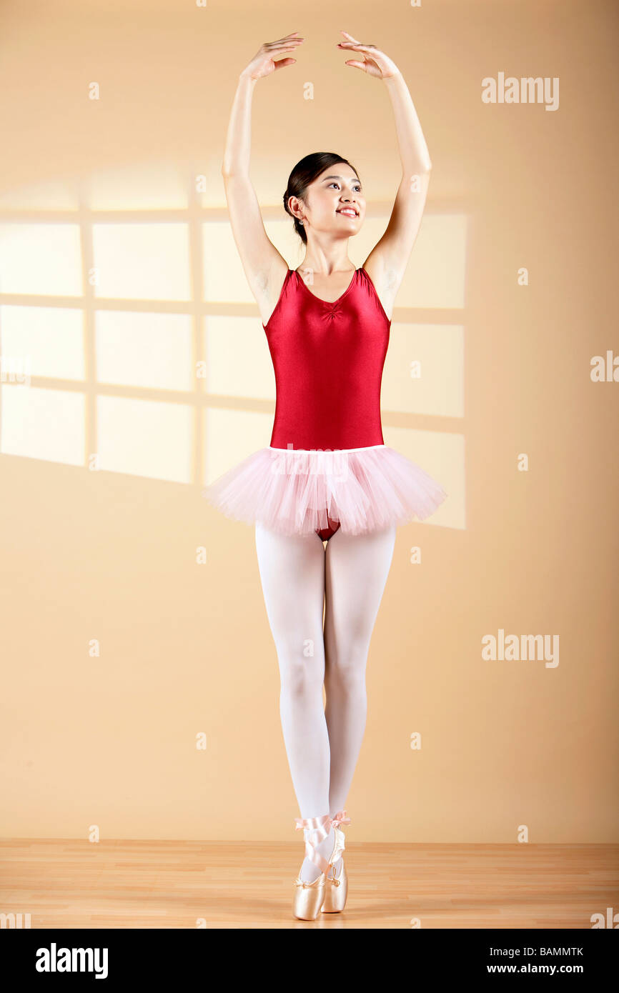 Donna Ballet Dancing En Pointe Immagini Stock