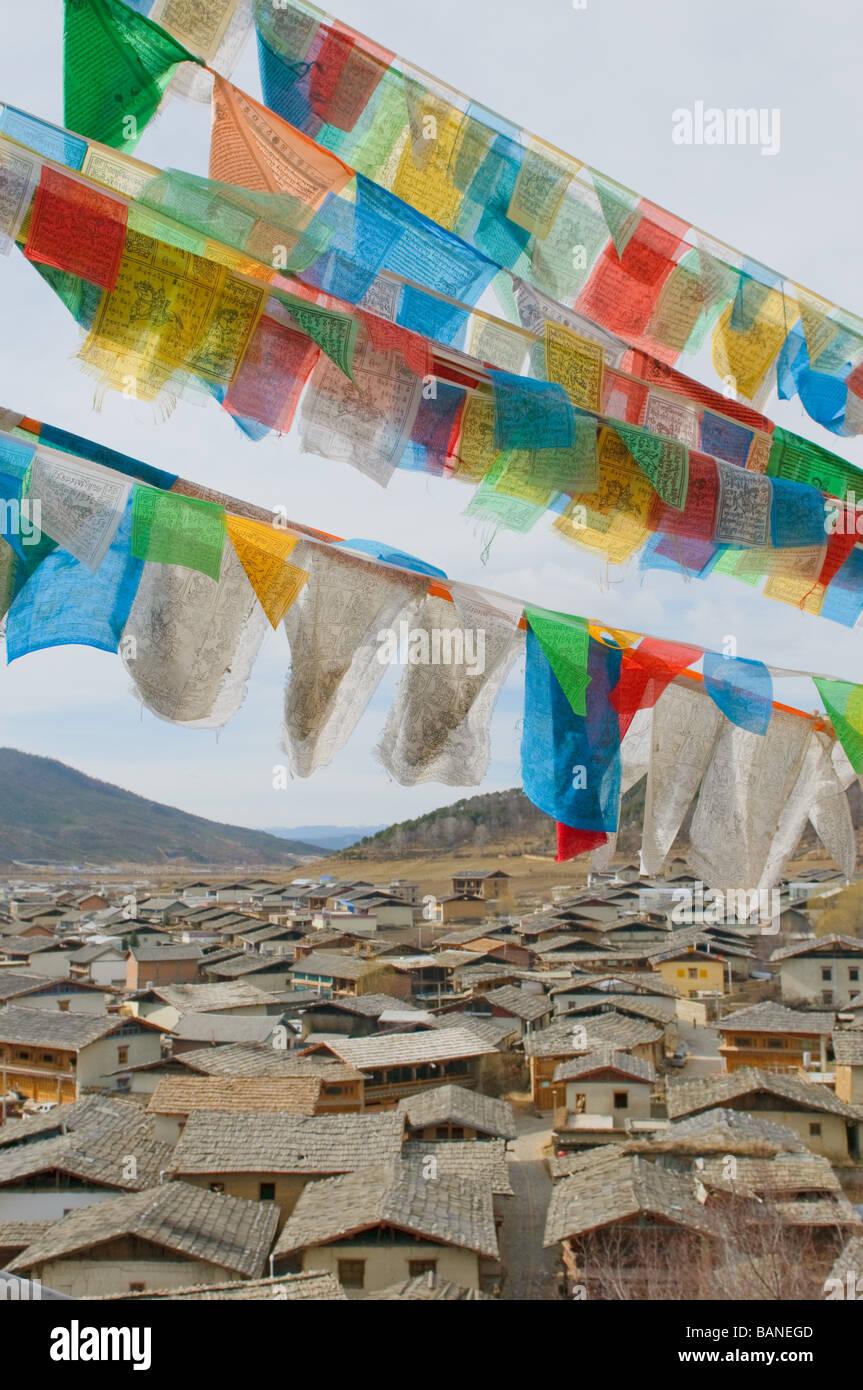 Preghiera tibetano flags over shangri la Cina Immagini Stock