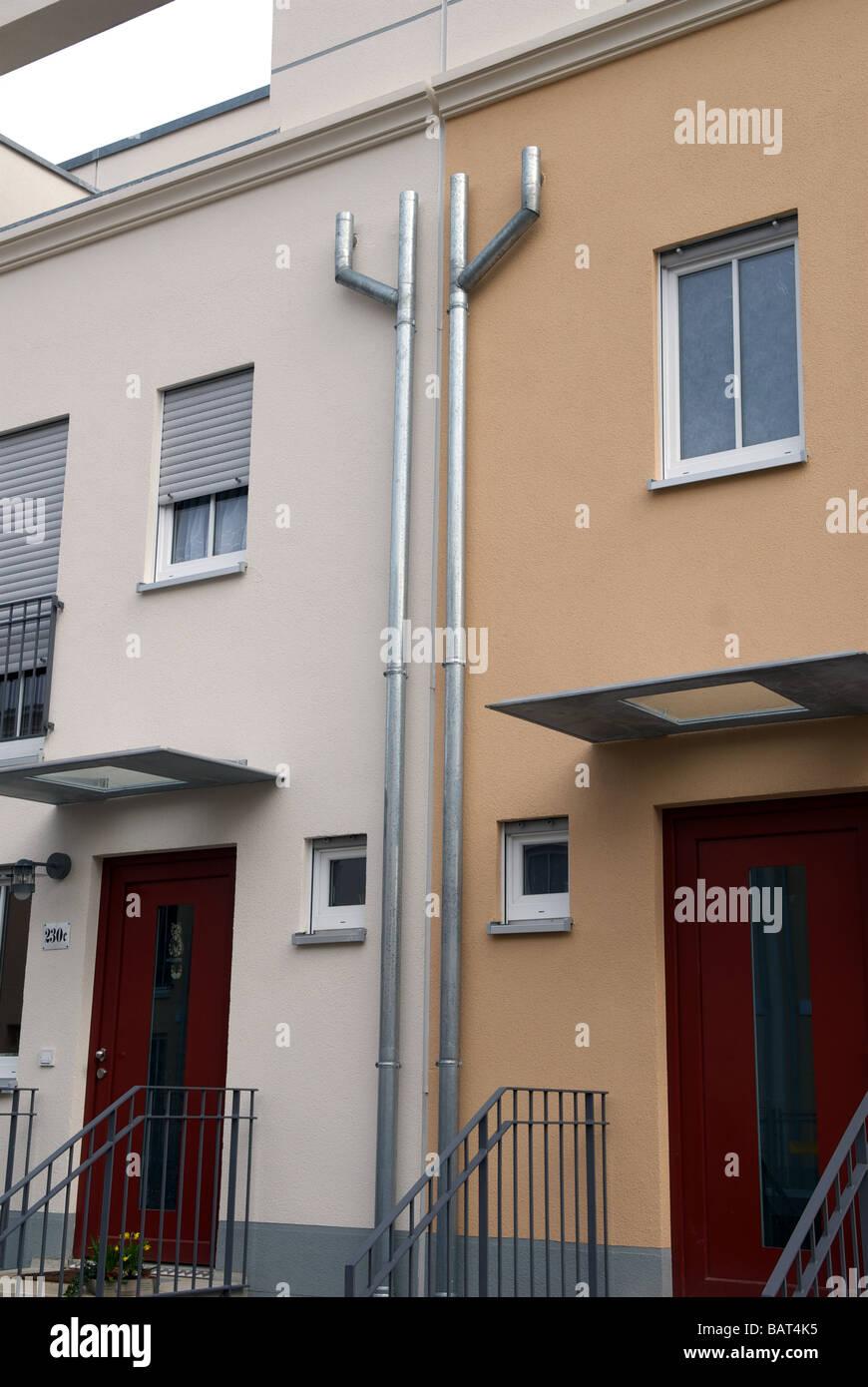 Nuova costruzione di alloggi sociali dello sviluppo con energia geotermica riscaldamento, Colonia, nella Renania Immagini Stock