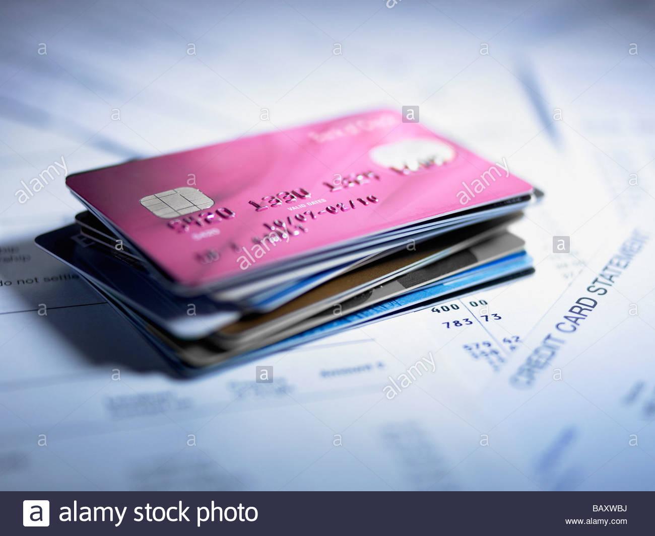 Close up della pila di carte di credito Immagini Stock