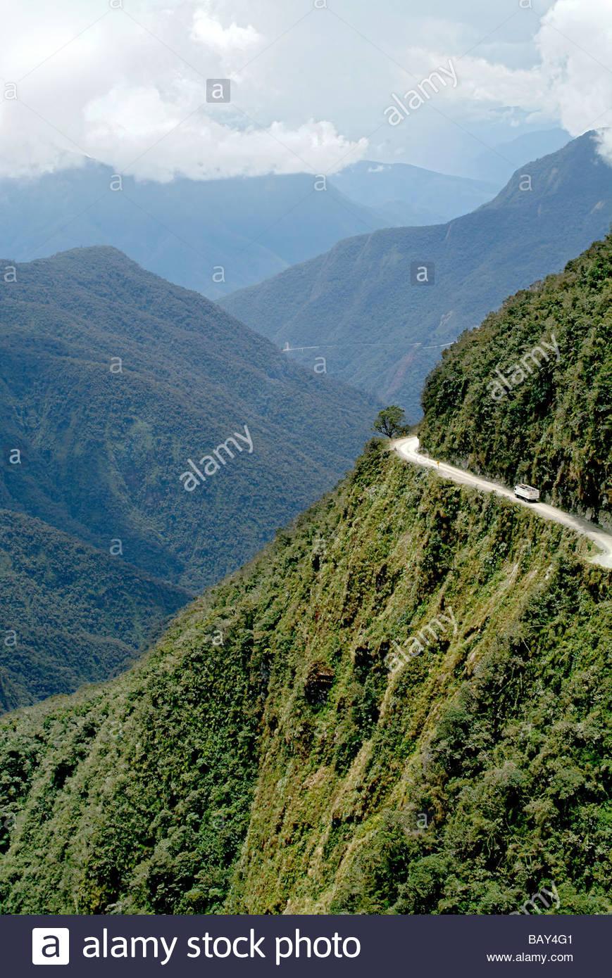 Le Yungas Road, la strada della morte, strada giù per le Yungas, pianure della regione di Beni, Bolivia, Sud Immagini Stock