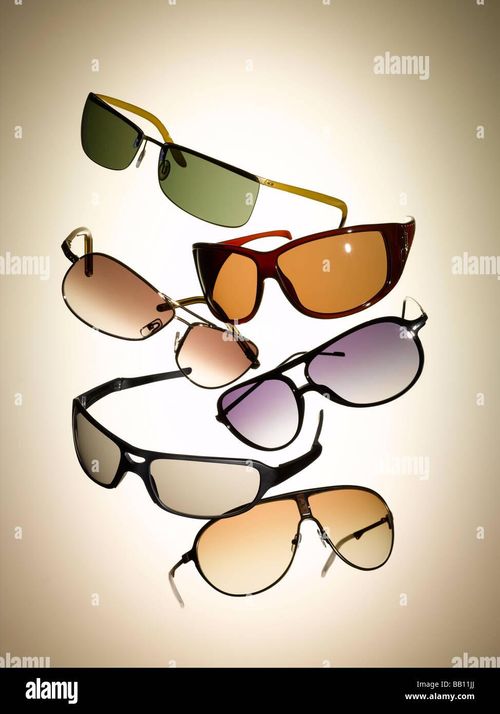 Una collezione di occhiali da sole Immagini Stock