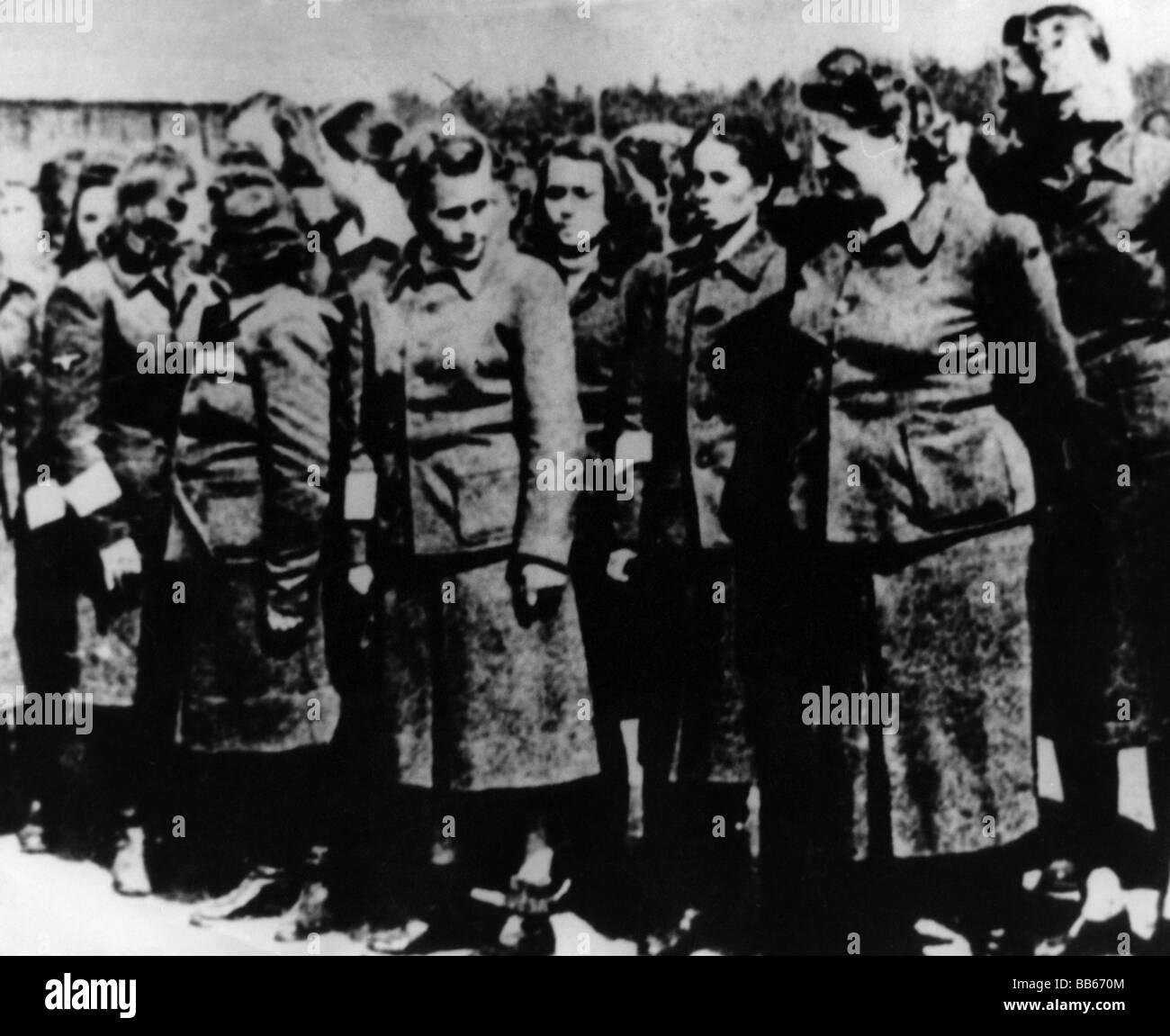 Nazismo / nazionalsocialismo, crimini, campo di concentramento, Bergen-Belsen, captato sopraffazione femminile, 17.4.1945, Foto Stock