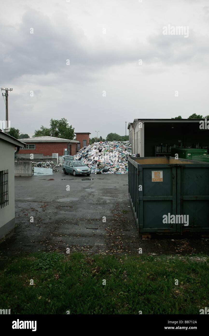 La gestione dei rifiuti e la piattaforma di riciclo Immagini Stock