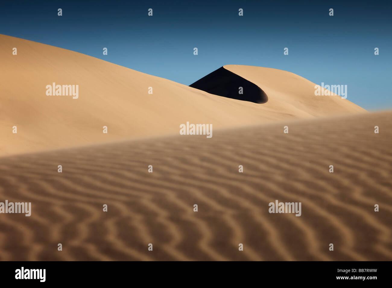 Modelli di sabbia sulle dune di Eureka nel Parco Nazionale della Valle della Morte in California USA Foto Stock