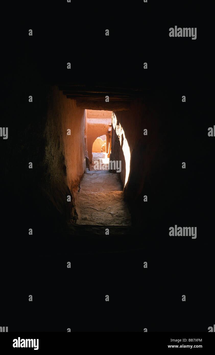 Percorso labirintico nella Kasbah Ait Ben Haddou (patrimonio mondiale Unesco), Atlante, Marocco Foto Stock