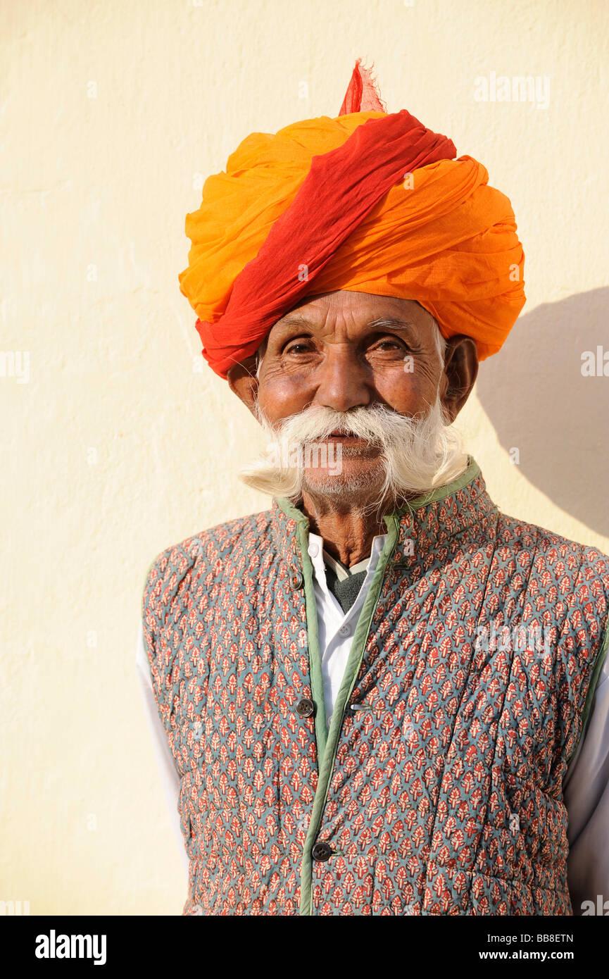 Uomo indiano, Rajput uomo con turbante, Rajasthan, Nord India, Asia del Sud Immagini Stock