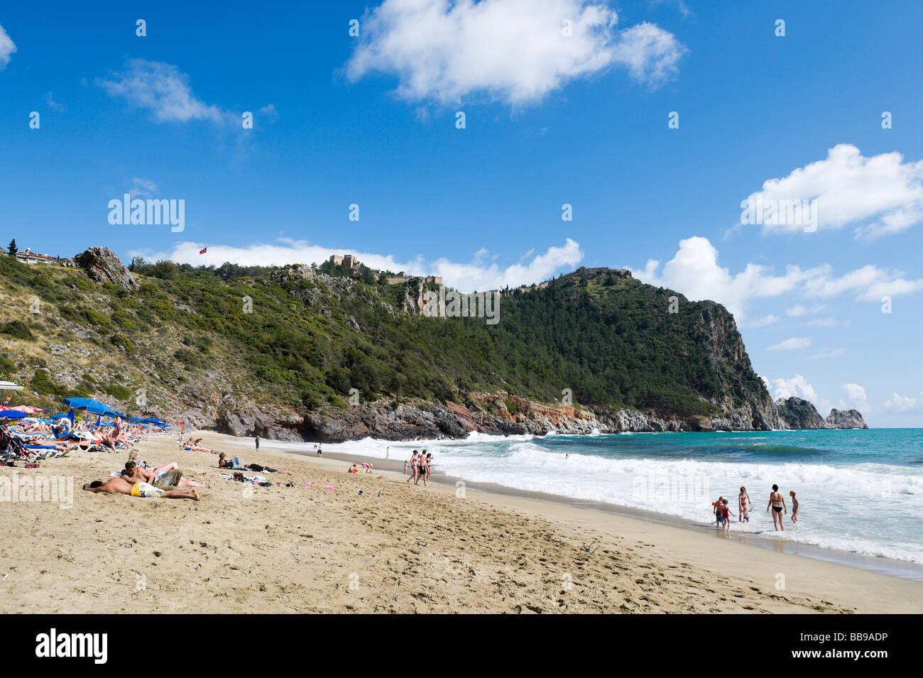 Kleopatra Beach guardando verso il Castello, Alanya, costa mediterranea, Turchia Immagini Stock