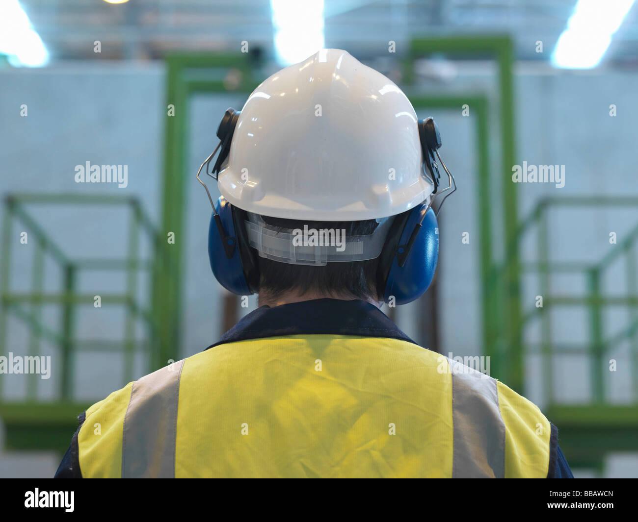 Lavoratore con indumenti di protezione Immagini Stock