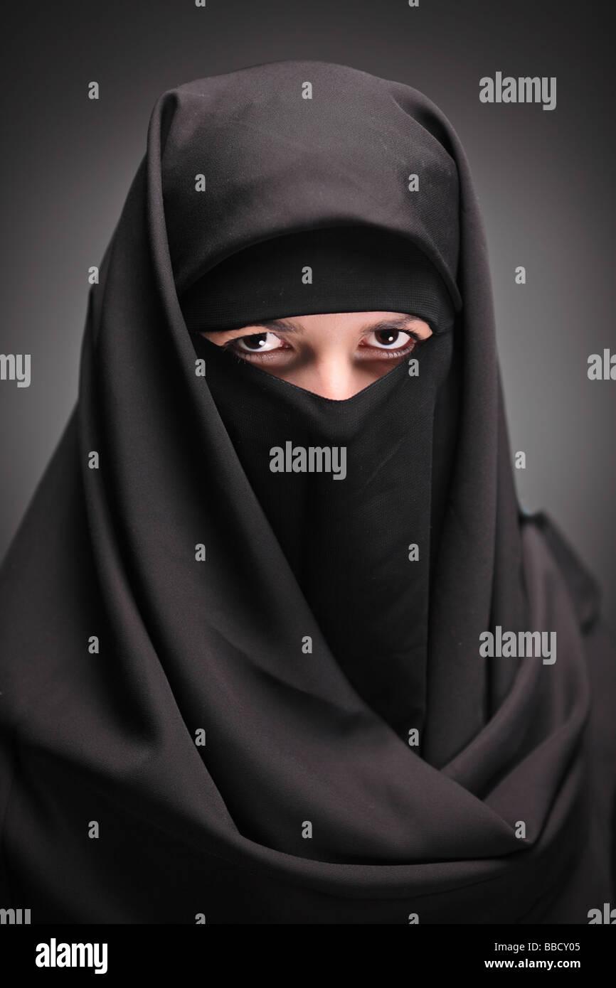 Donna con un velo nero Immagini Stock