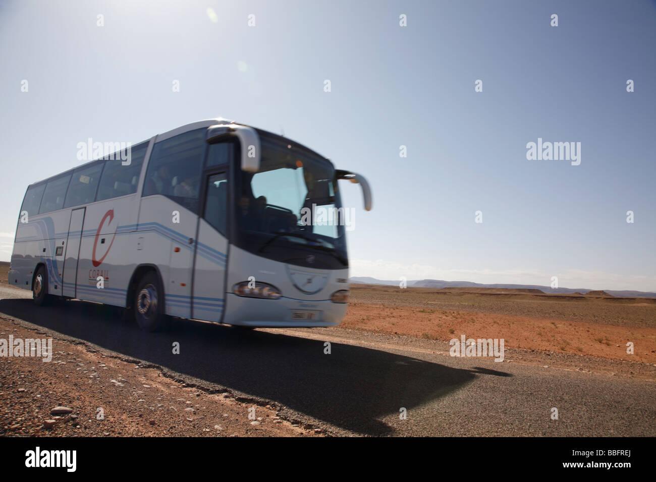 Africa, Nord Africa, Marocco deserto del Sahara, Merzouga Erg Chebbi, Tour Bus Foto Stock