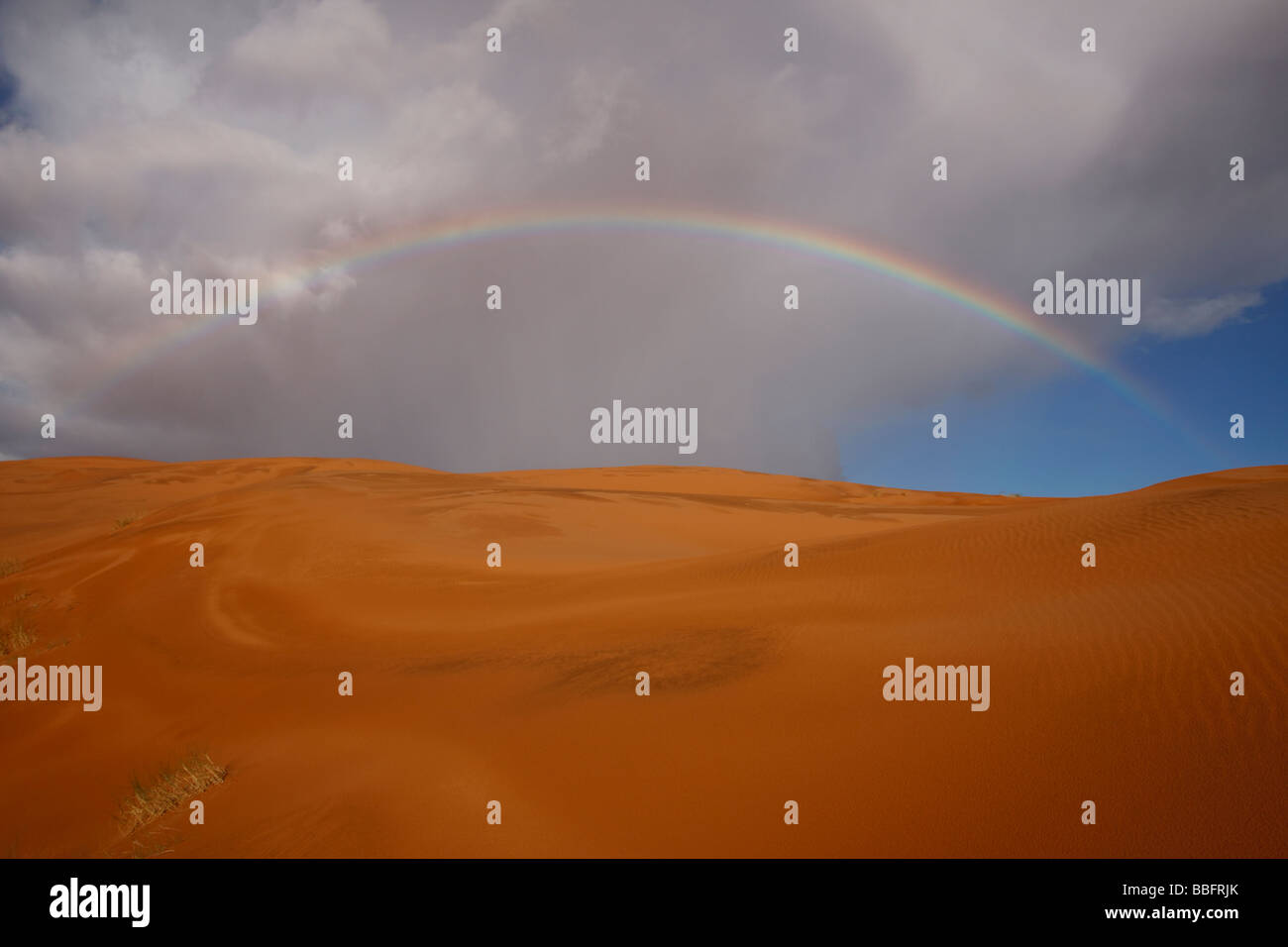 Africa, Nord Africa, Marocco deserto del Sahara, Merzouga Erg Chebbi, Sky, Rainbow Foto Stock