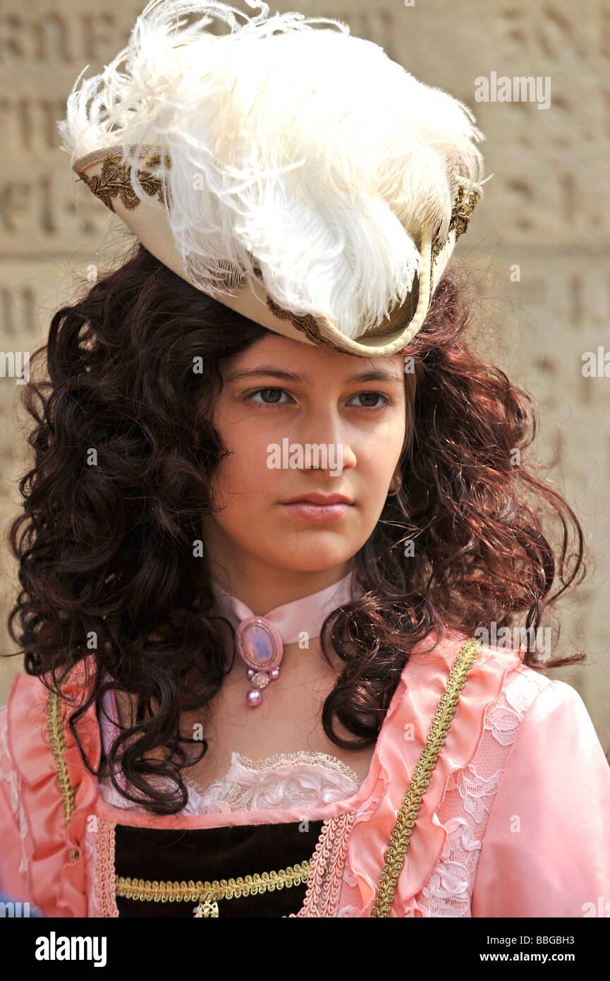 La vita nel periodo barocco del XVIII secolo, ragazza in abiti veneziano, Schiller Jahrhundertfest secolo festival, Immagini Stock