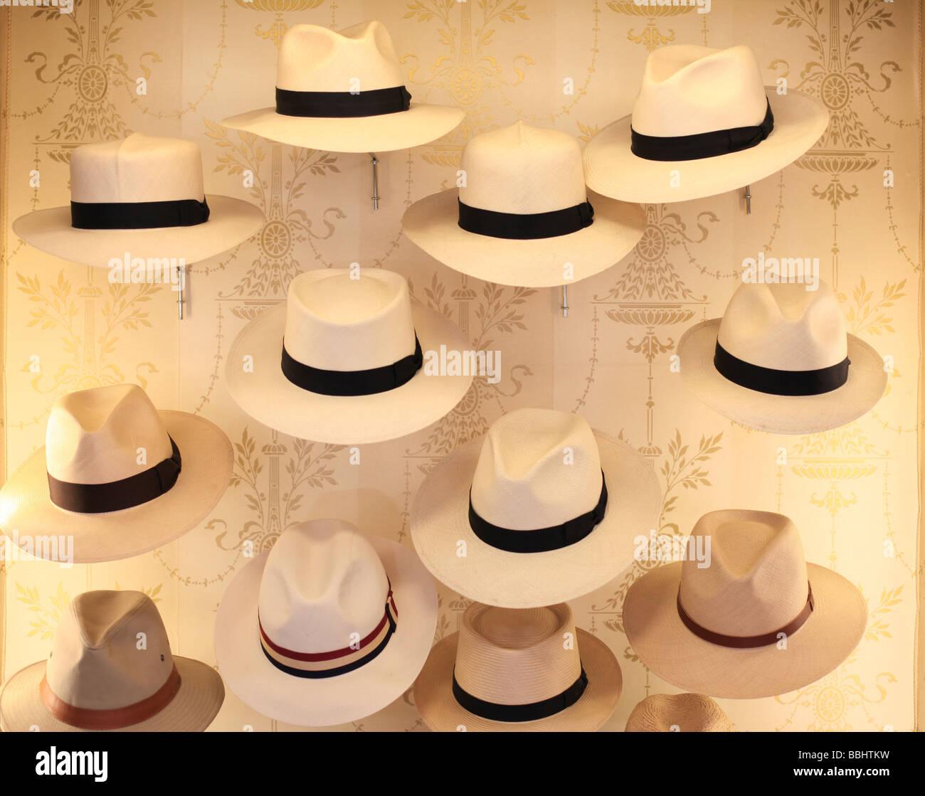 Hat shop James Lock Co numero 6 St James s Street London Immagini Stock acd1e2af9fbd