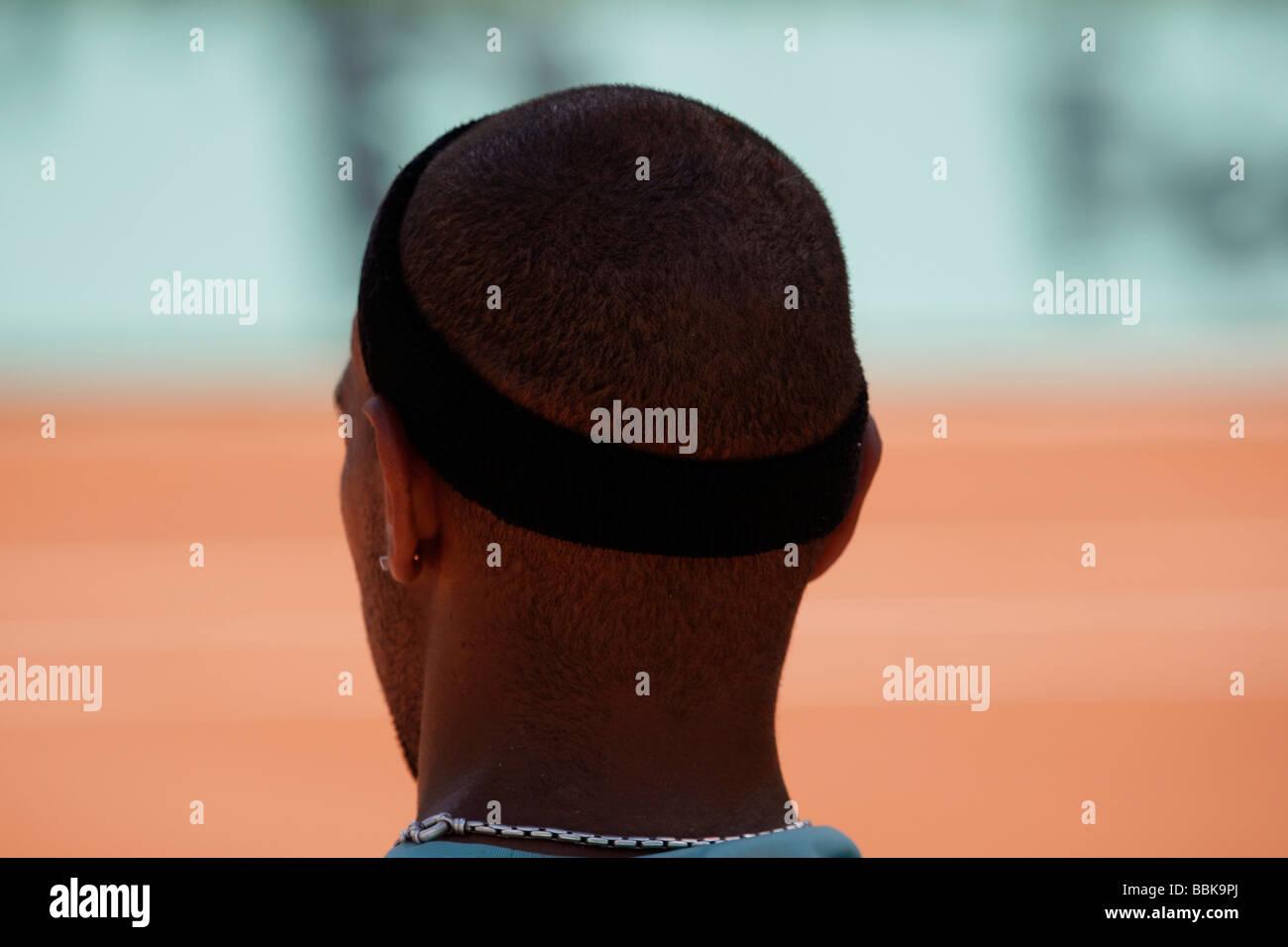 Specchietto della testa del giocatore di tennis Josselin Ouanna (FRA) durante la pausa del gioco. Immagini Stock