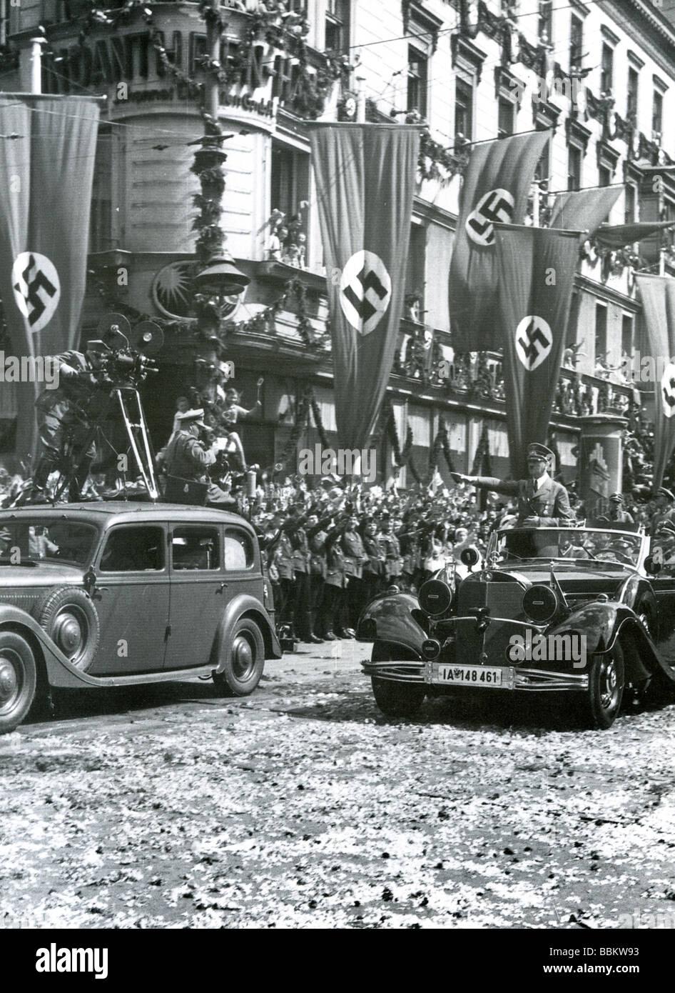HITLER dà il facist omaggio a Berlino, la Victory Parade il 19 luglio 1940 a segnare la sconfitta della Francia Immagini Stock