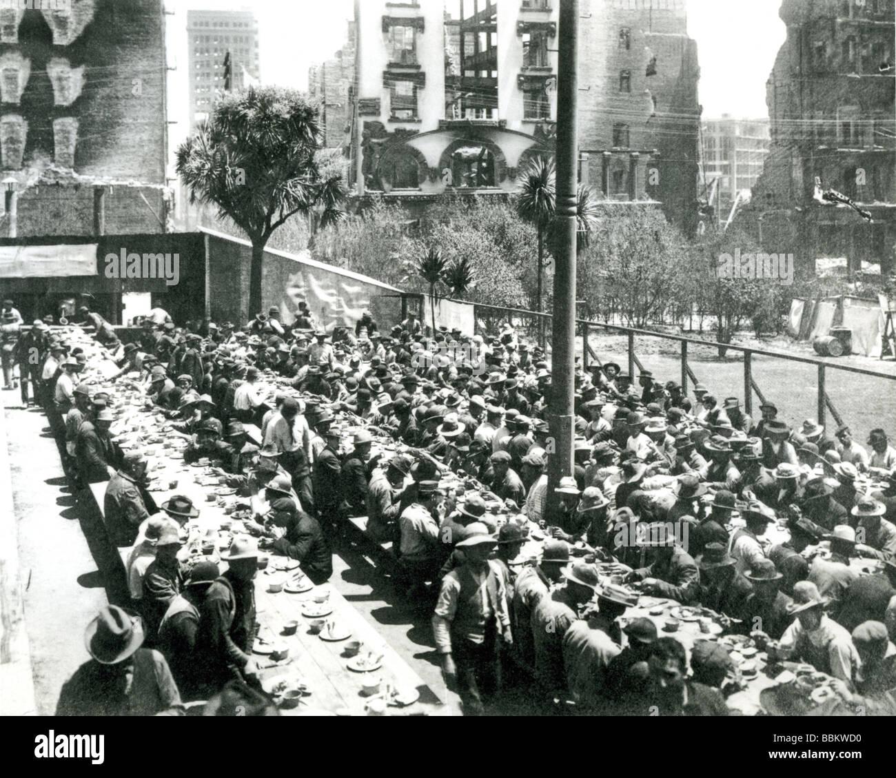 La grande depressione - A New York soup kitchen negli anni trenta del novecento Immagini Stock