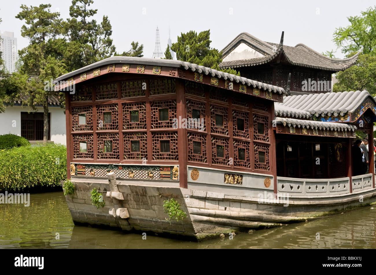 Case Tradizionali Cinesi : Bello stile cinese giardini con case tradizionali presso i
