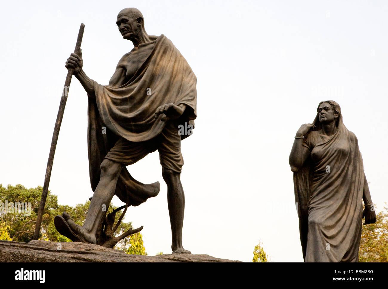 Statua in bronzo del Mahatma Gandhi e sua moglie Kasturba New Delhi India Immagini Stock