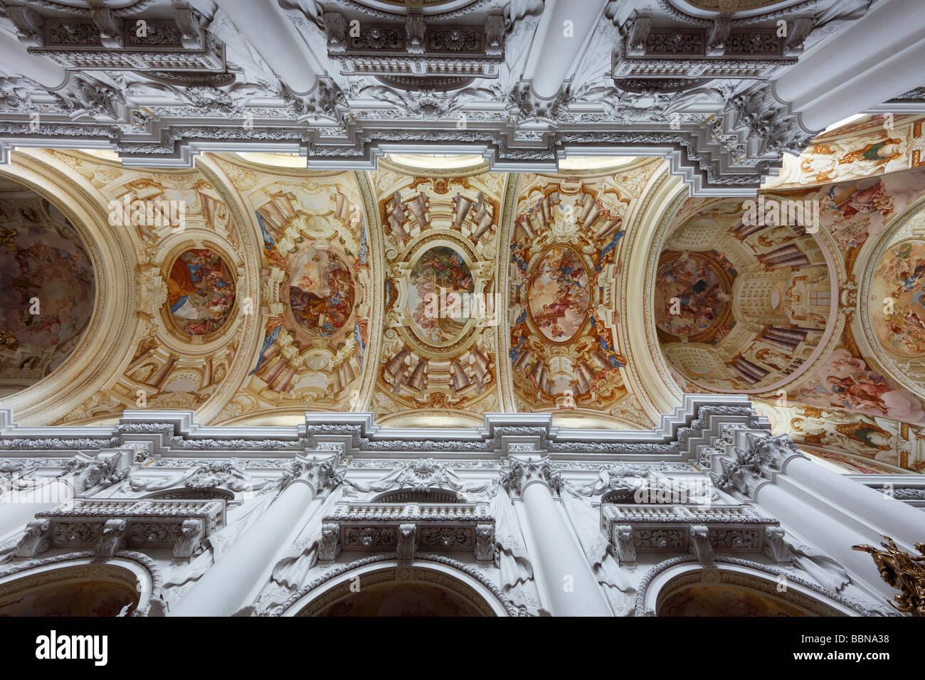 Soffitto A Volta Affrescato : Soffitto a volta con affreschi sul soffitto basilica collegiata