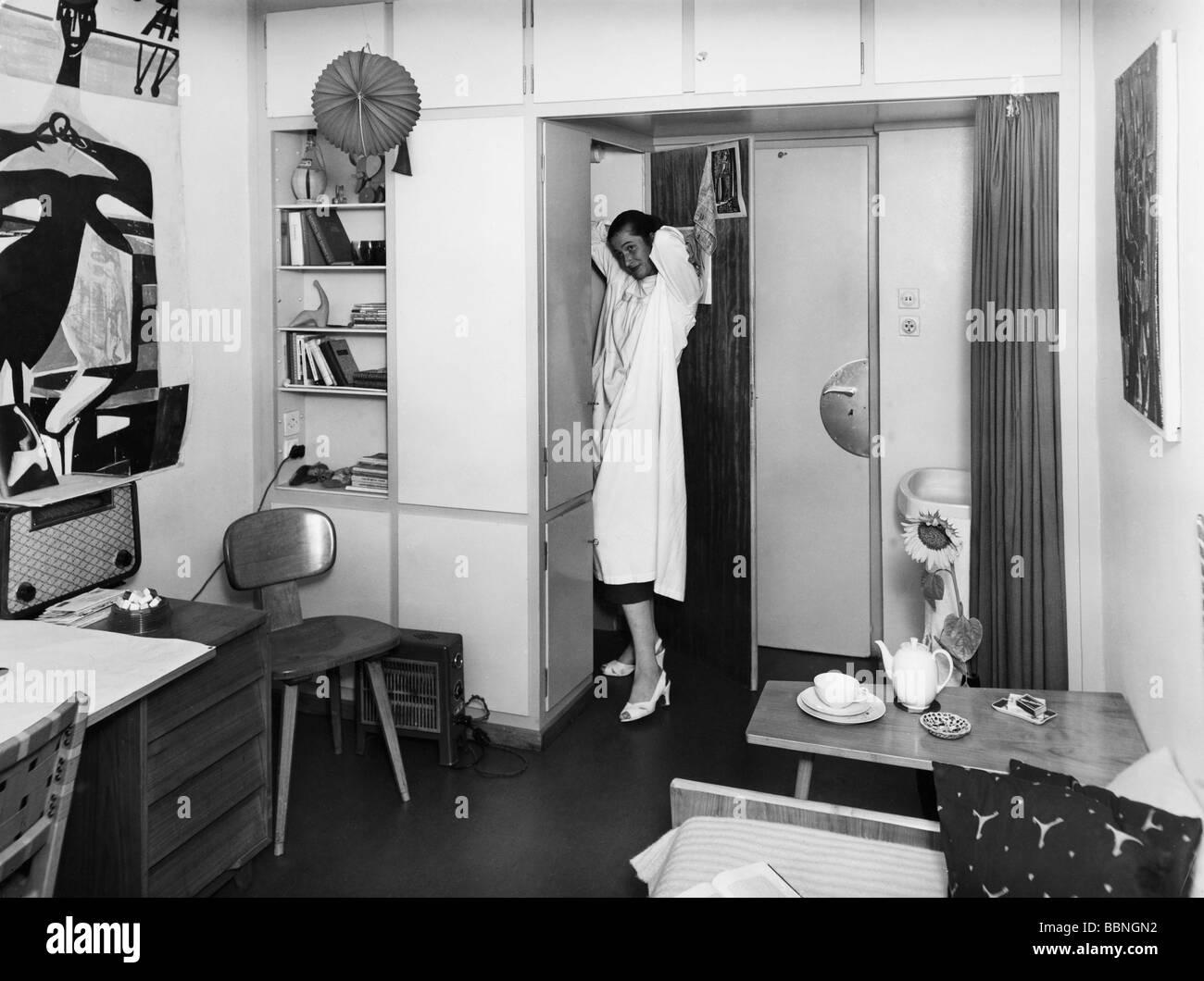 Abitazione, studenti, sala di soggiorno, studentessa in camera sua, Germania ovest nel 1960 circa, Additional-Rights Immagini Stock
