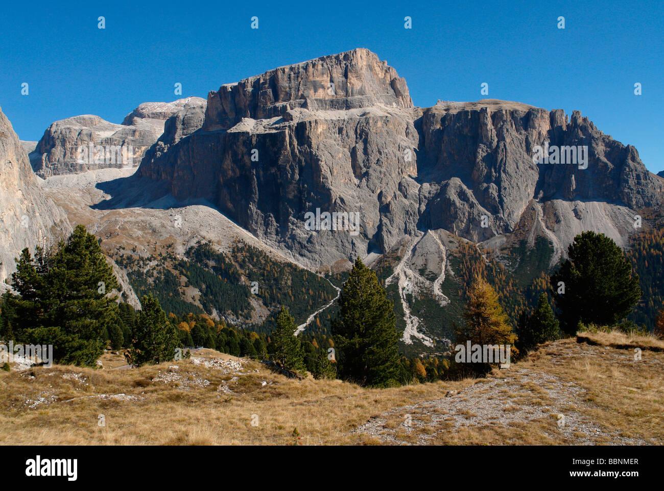 Geografia / viaggi, Italia, Trentino - Alto Adige, Passo Pordoi: Paesaggio con Sella gruppo montuoso, Additional Immagini Stock