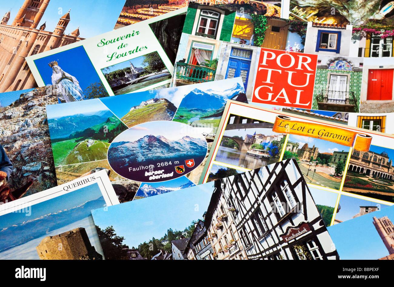 Pila di viaggio europeo cartoline close up Immagini Stock