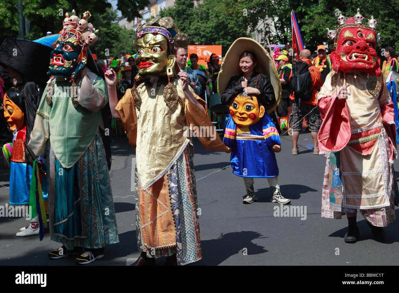 Germania Berlino Il Carnevale delle culture dei mongoli indossare le maschere Immagini Stock