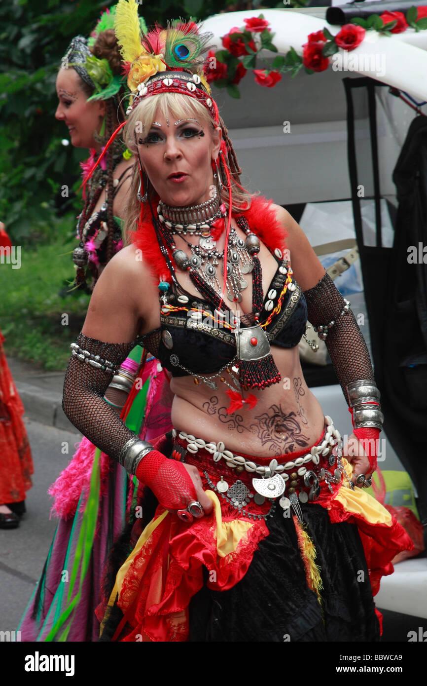 Germania Berlino Il Carnevale delle culture la donna in costume Immagini Stock