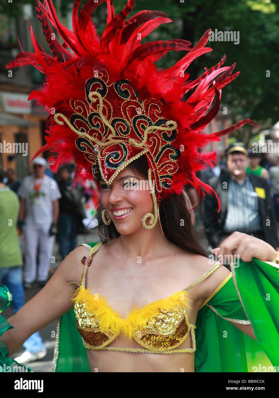 Germania Berlino Il Carnevale delle culture donna brasiliana in costume Immagini Stock