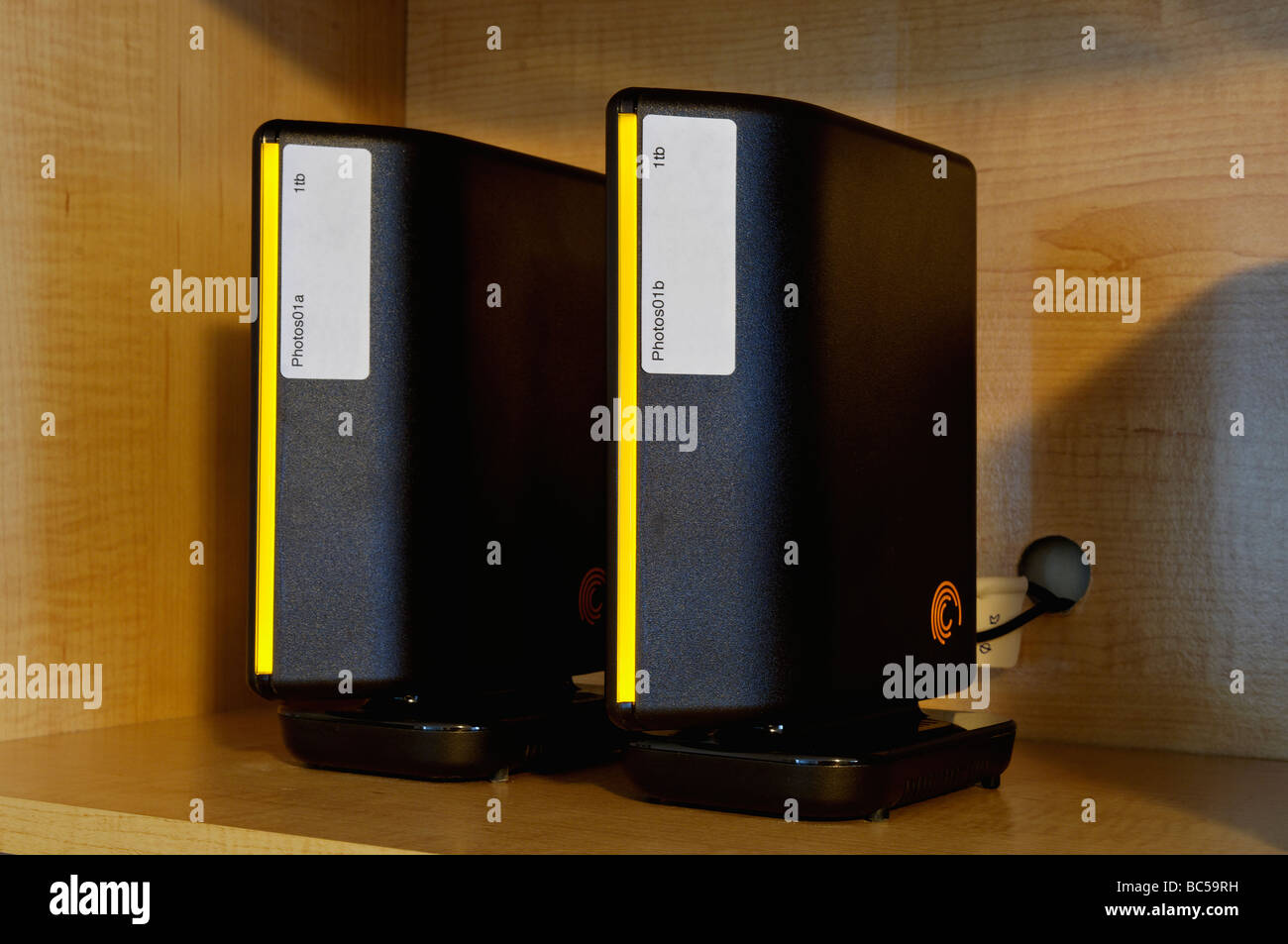 Seagate Hard disk esterni con etichette Immagini Stock