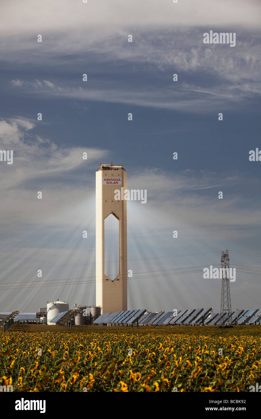 Impianto elettrico costruito dalla società spagnola Abengo a Sanlucar la Mayor, vicino a Siviglia, Spagna Immagini Stock
