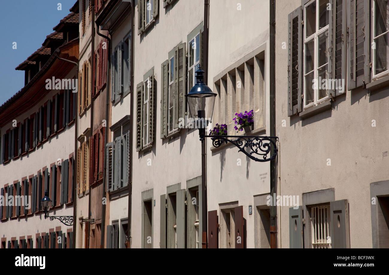 Architettura nel centro storico della città, Augustinerg, Basilea, Svizzera, Europa. Immagini Stock