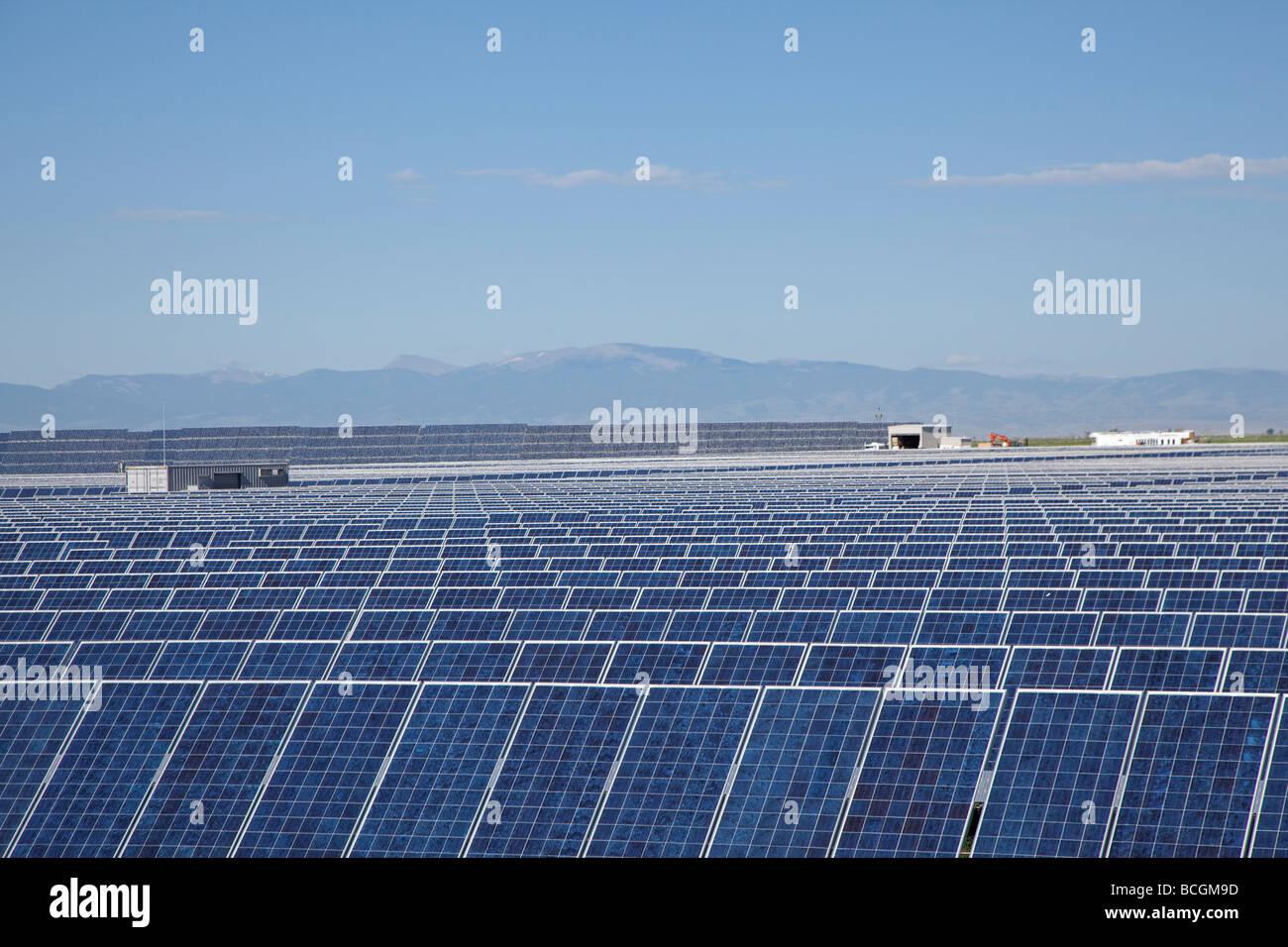 Il fotovoltaico collettori solari presso la più grande potenza fotovoltaico impianti negli Stati Uniti Immagini Stock