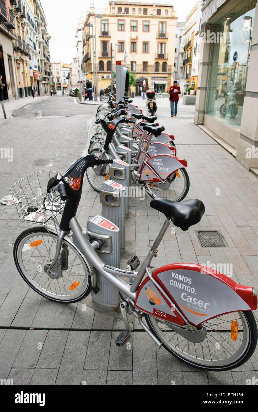 Le biciclette in affitto a Siviglia Andalusia Spagna Immagini Stock