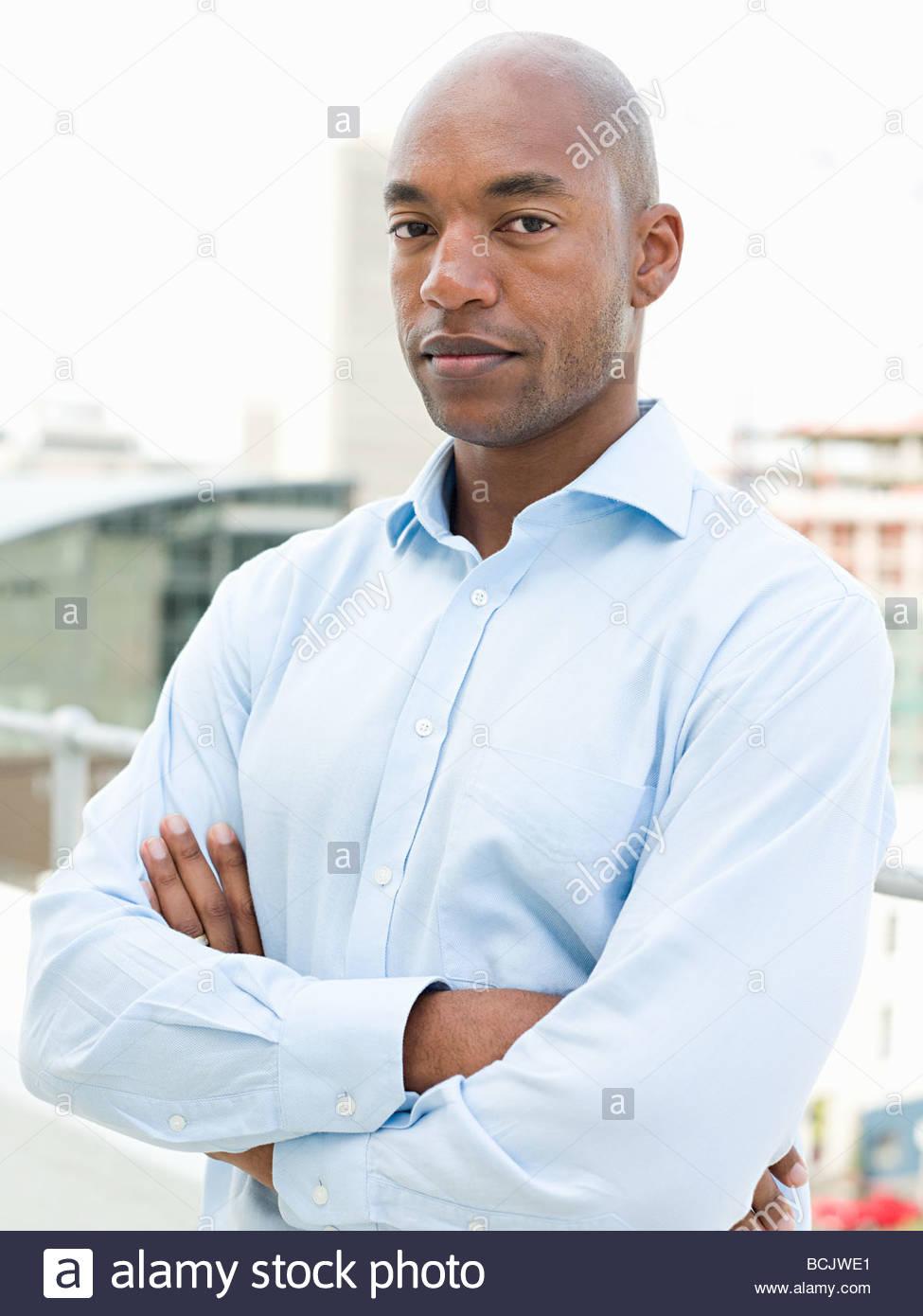 Ritratto di imprenditore in piedi sul balcone Immagini Stock