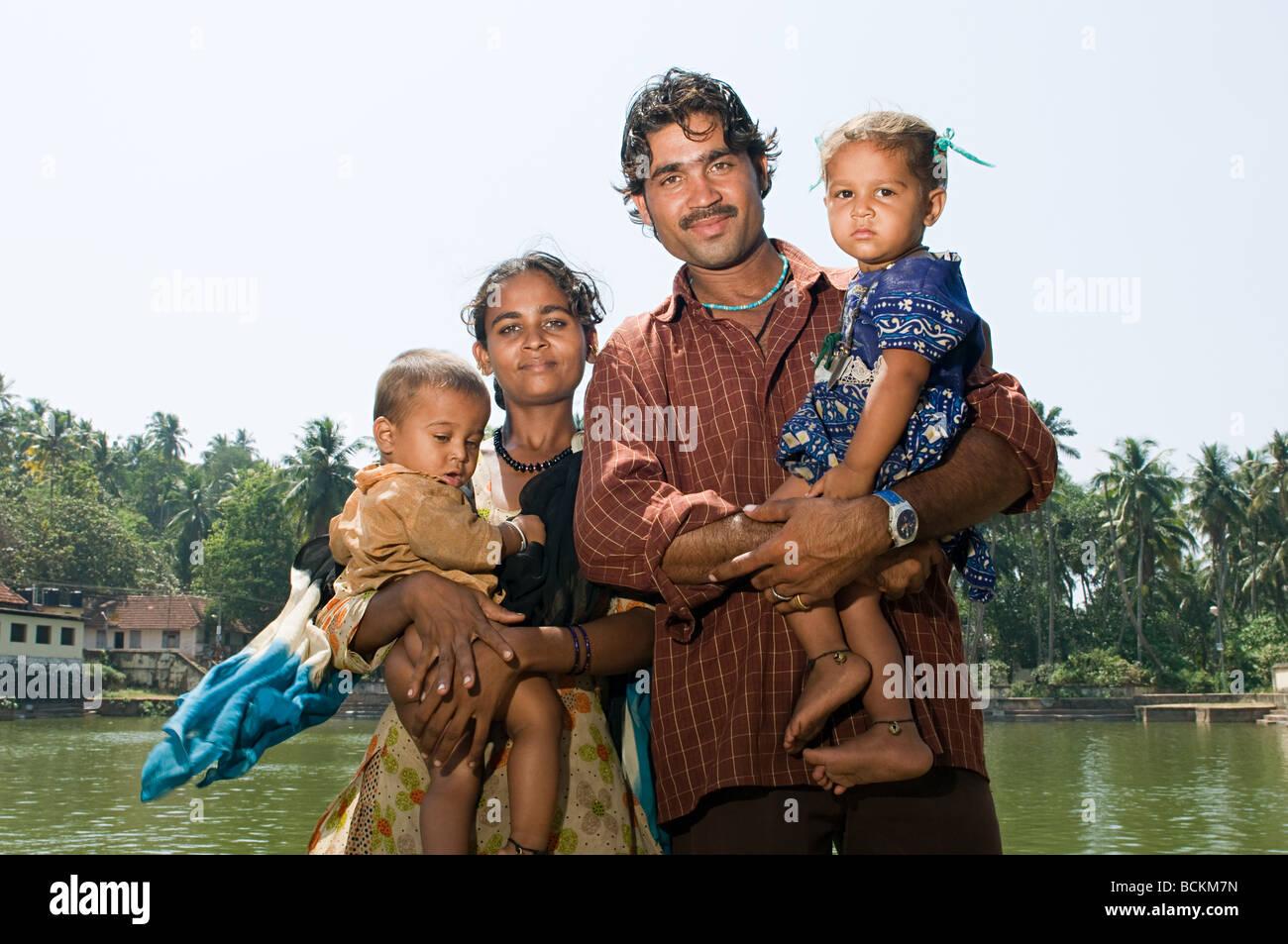 Famiglia indiana da bagni comuni Immagini Stock