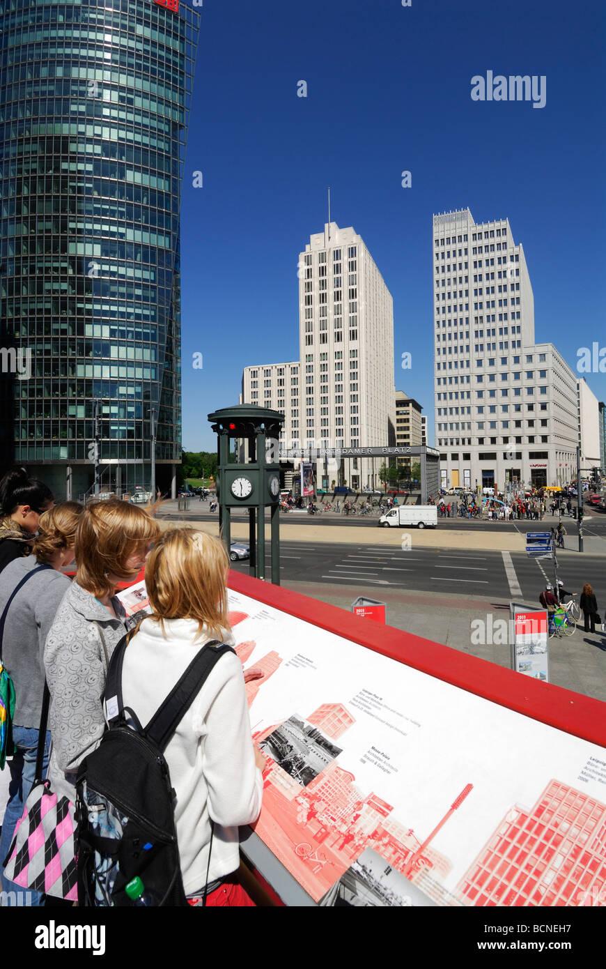 Berlino Germania mostra su Potsdamer Platz commemorando venti anni dalla caduta del muro di Berlino Immagini Stock