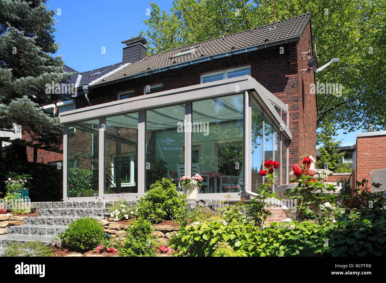 Giardino Dinverno In Casa : Giardino d inverno e casa residenziale casa fila lato giardino