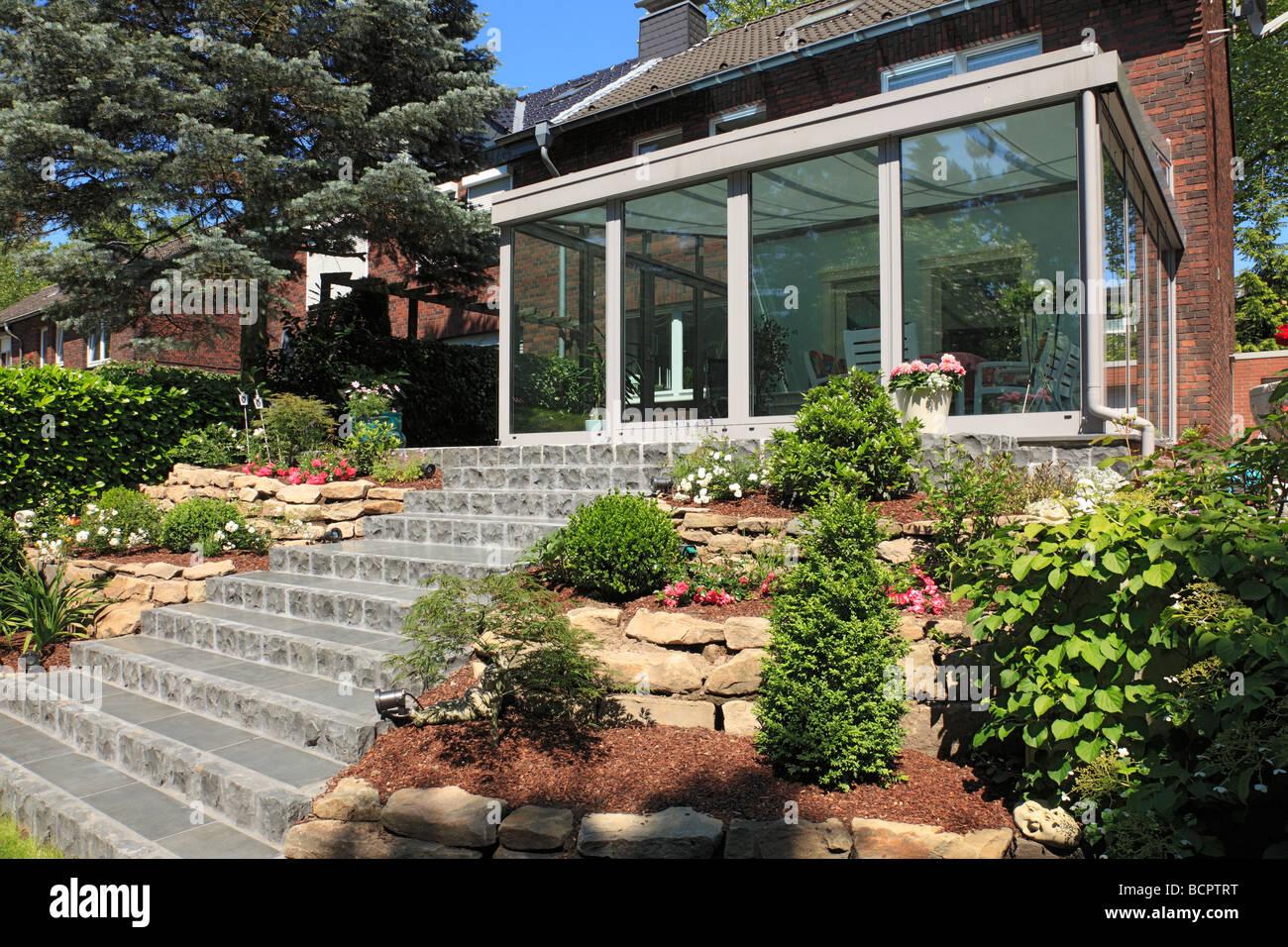 Giardino Dinverno In Casa : Giardino dinverno e casa residenziale casa fila lato giardino