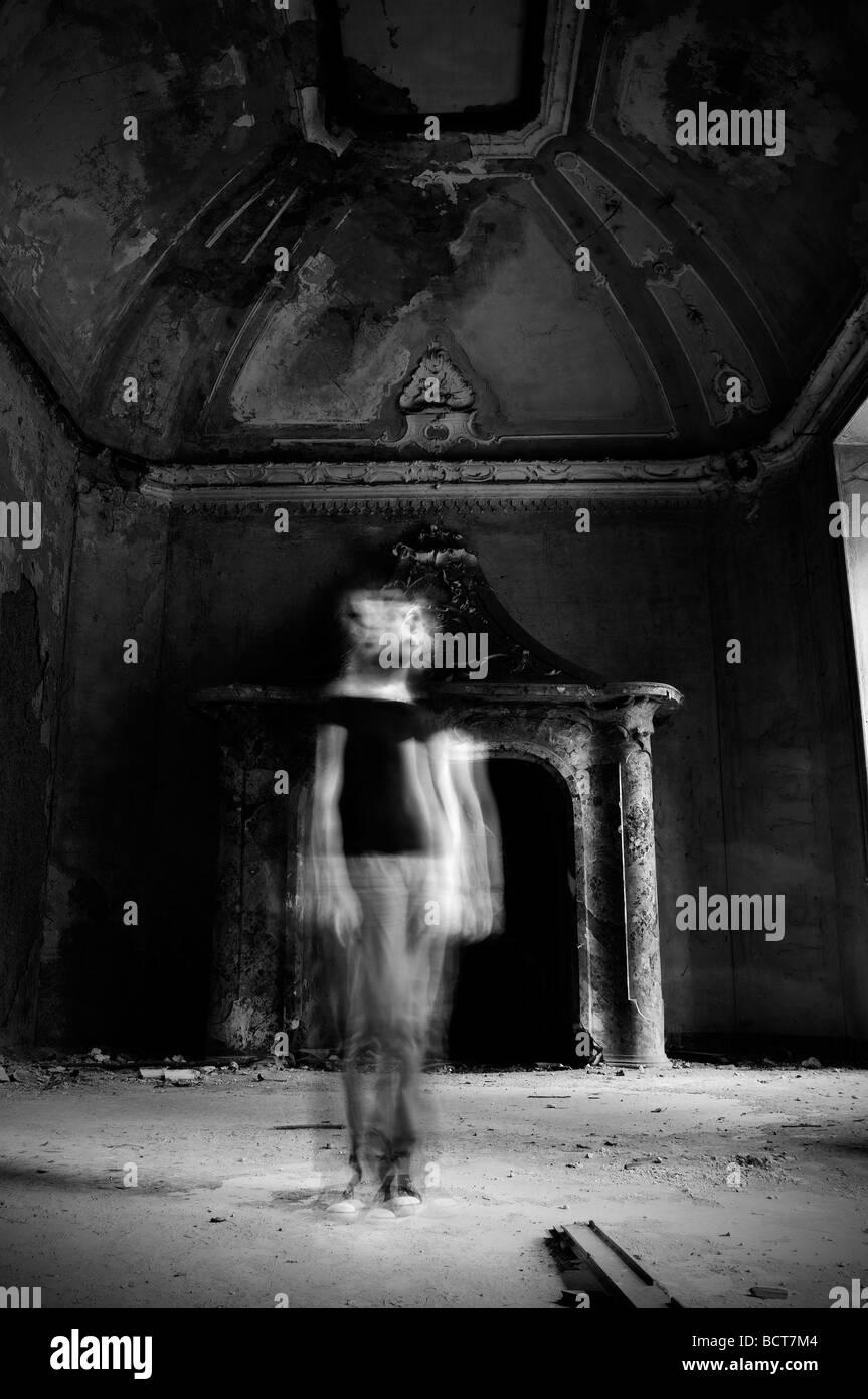 Strega in Haunted House Immagini Stock
