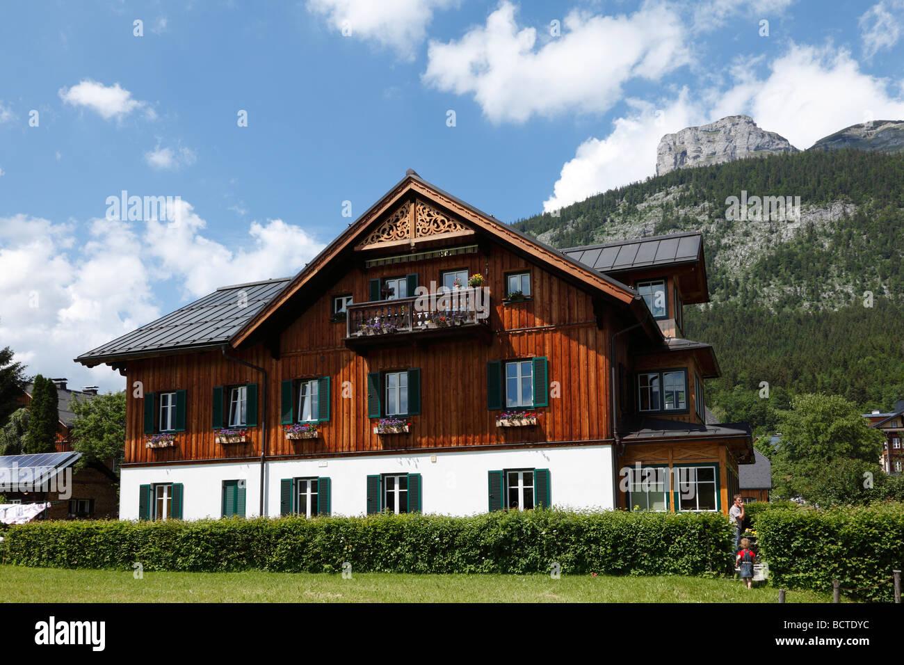 Case Di Montagna In Legno : Tradizionale casa di legno in altaussee perdente di montagna