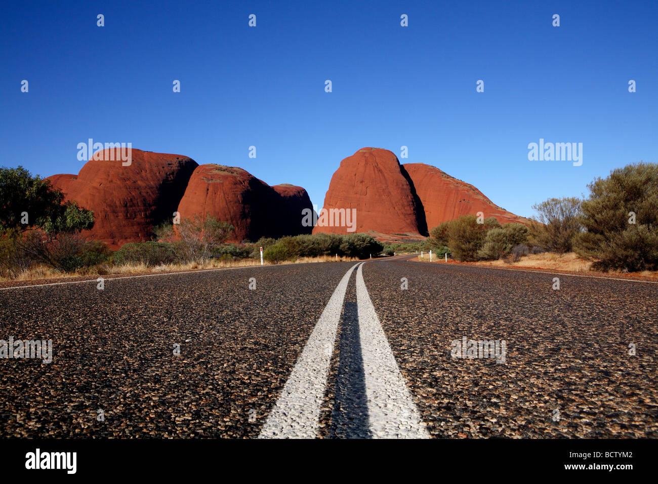 Strada per Kata Tjuta National Park Central Australia Immagini Stock