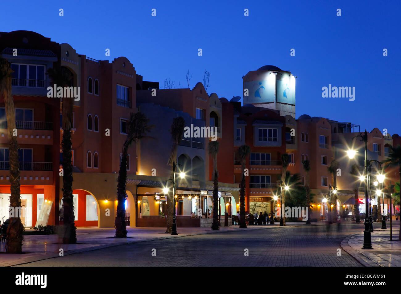 Case con pub, illuminato, sera, Marina, Hurghada, Egitto, Mare Rosso, Africa Immagini Stock