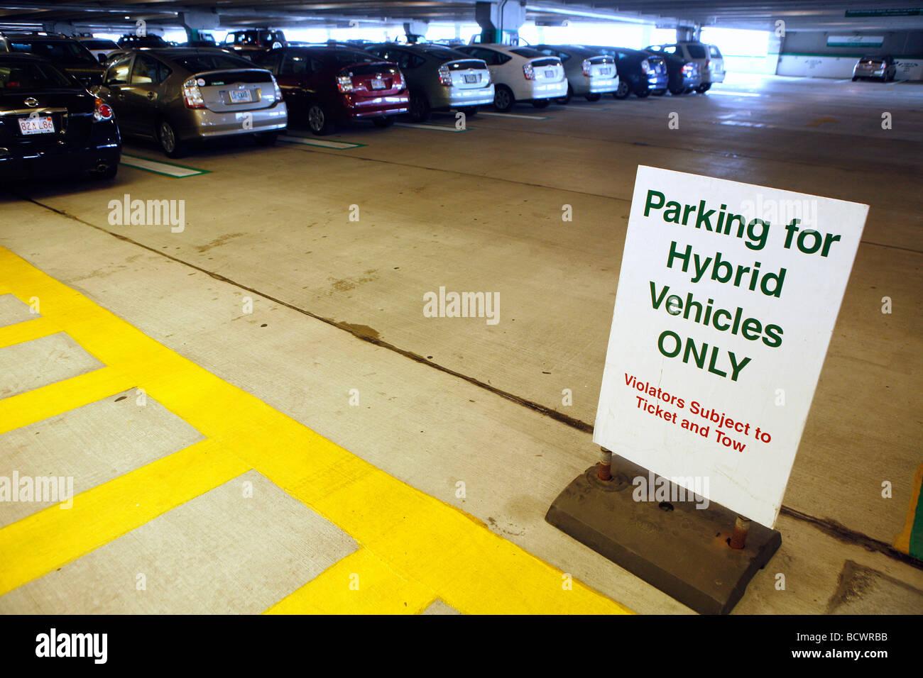Garage privilegiato il parcheggio per le auto ibride, Boston Immagini Stock