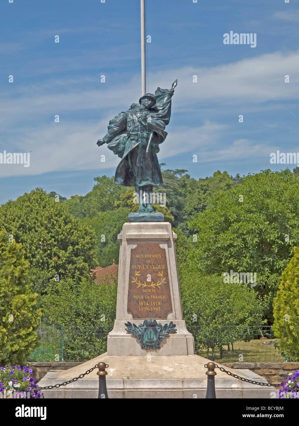 La scultura di un soldato di casi di morte nella prima e nella seconda guerra mondiale in Castelfranc Immagini Stock
